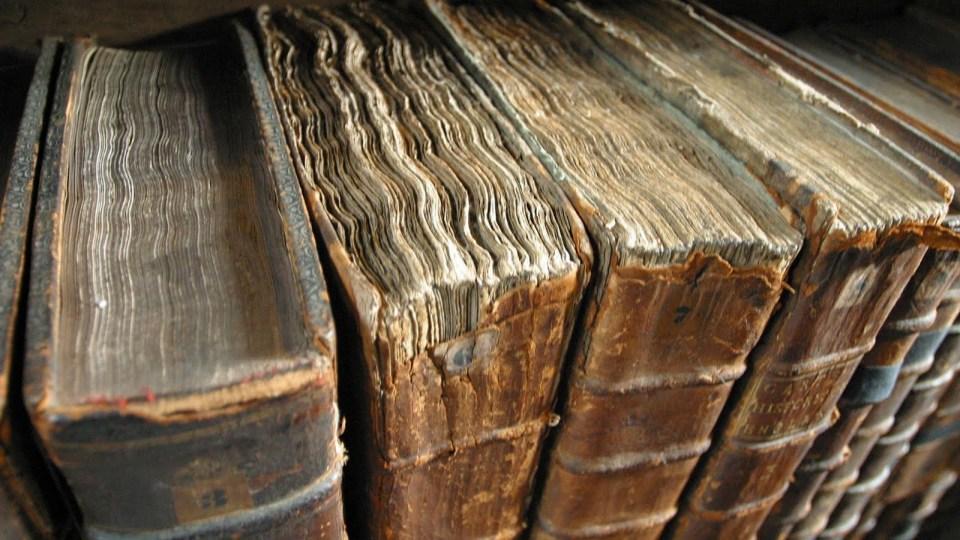 Antique_booksWallpaper